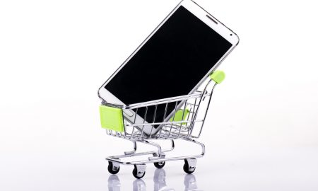Smartphones Edge Computers As Top Web-Shopping Traffic Source